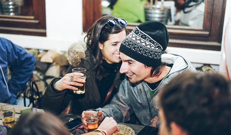 Zu jedem echten Skiurlaub gehört abends das feucht-fröhliche Après Ski. (#2)