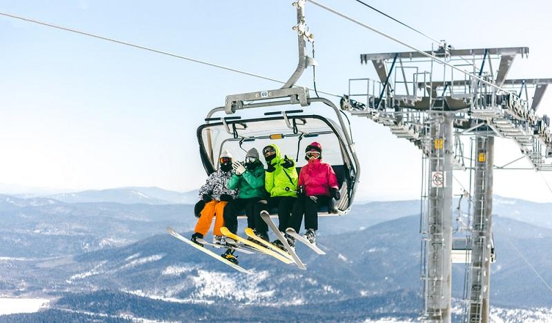 An sich schon ein Highlight ist die Fahrt in der Skigruppe auf den Gipfel. Die Auvergne bietet im Winter oft ideale Bedingungen für unbeschwertes Skivergnügen. (#2)