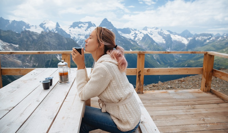 Schnell schleicht sich in die Beziehung eine gewisse Gewohnheit ein. Der Alltag nimmt die Partner gefangen und lässt kaum Raum für kleine Überraschungen. (Foto: Shutterstock-Alena Ozerova )